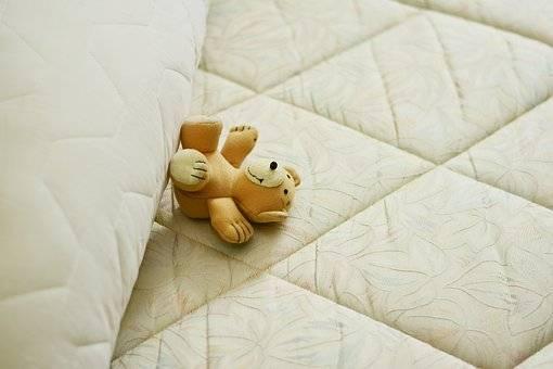 Sfaturi pentru a alege o saltea de pat perfectă pentru copii.